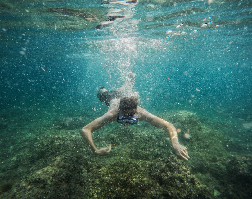 underwater. 🌊 #water #gopro #underwater #people #nature #sea #colorful #travel #summer
